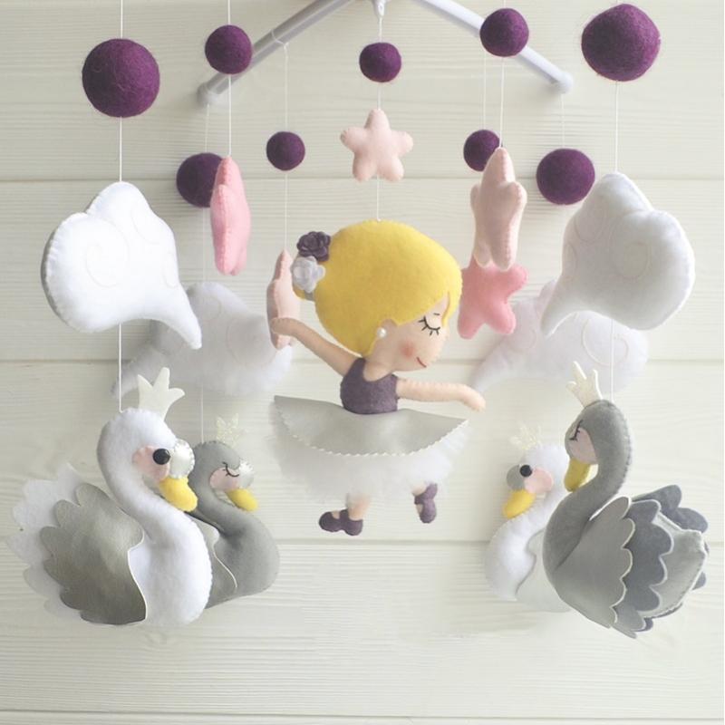 Мобиль на кроватку девочке Дикие Лебеди