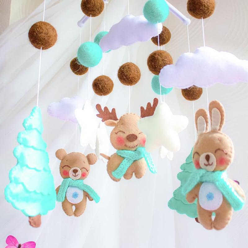 Мобиль на кроватку новорожденным Зимний Лес