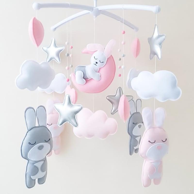 Мобиль на кроватку новорожденным Зайчата