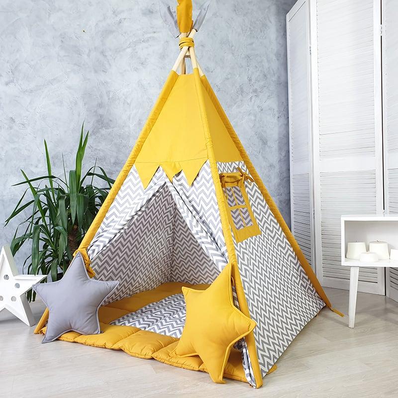 Вигвам палатка для детей Стоит на Берегу