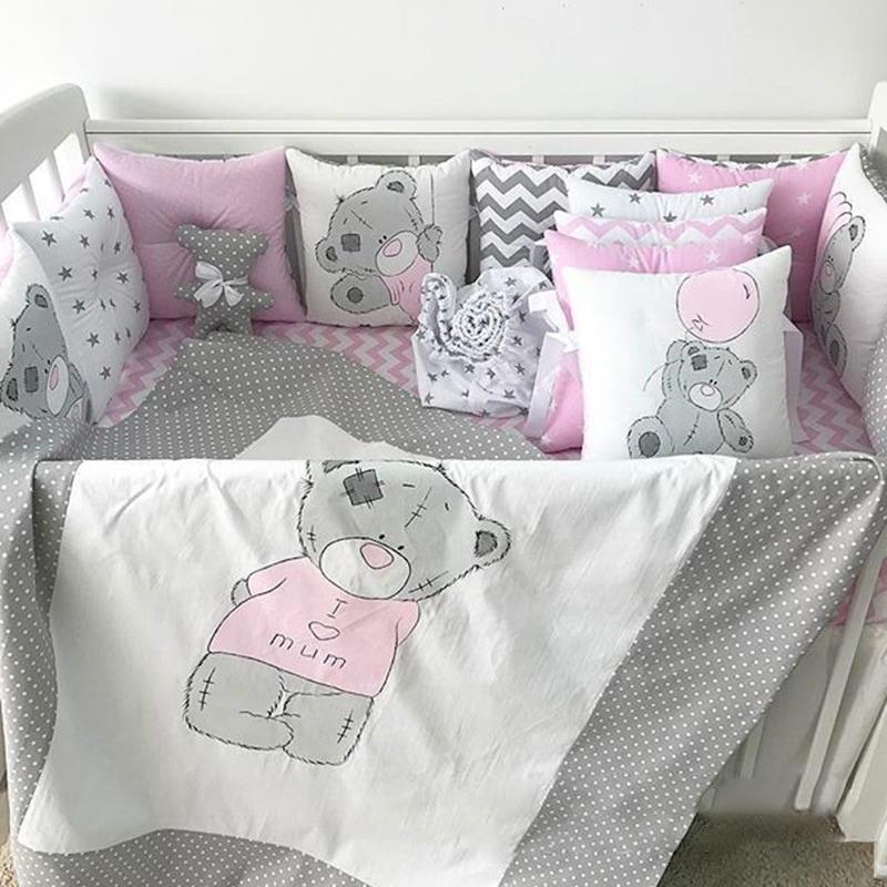 Защитные бортики в кроватку девочке Медвежонок