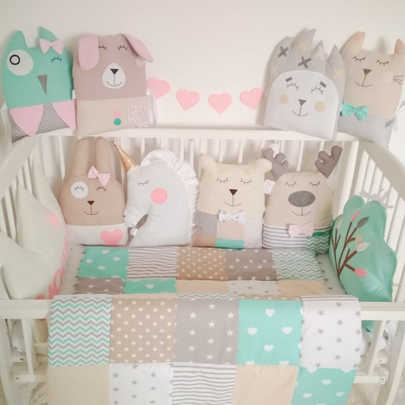 Защитные подушки в кроватку новорожденным Веселая Гусеничка