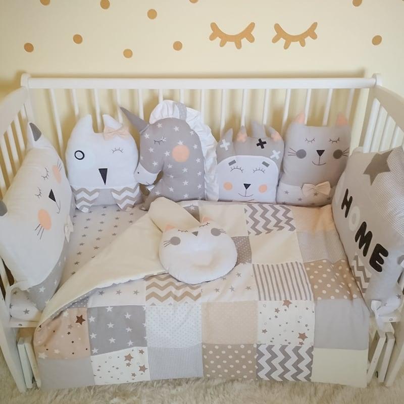 Комплект защитных бортиков-подушек в овальную кроватку новорожденным Единорог